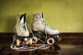 Alte inline-skates — Stockfoto