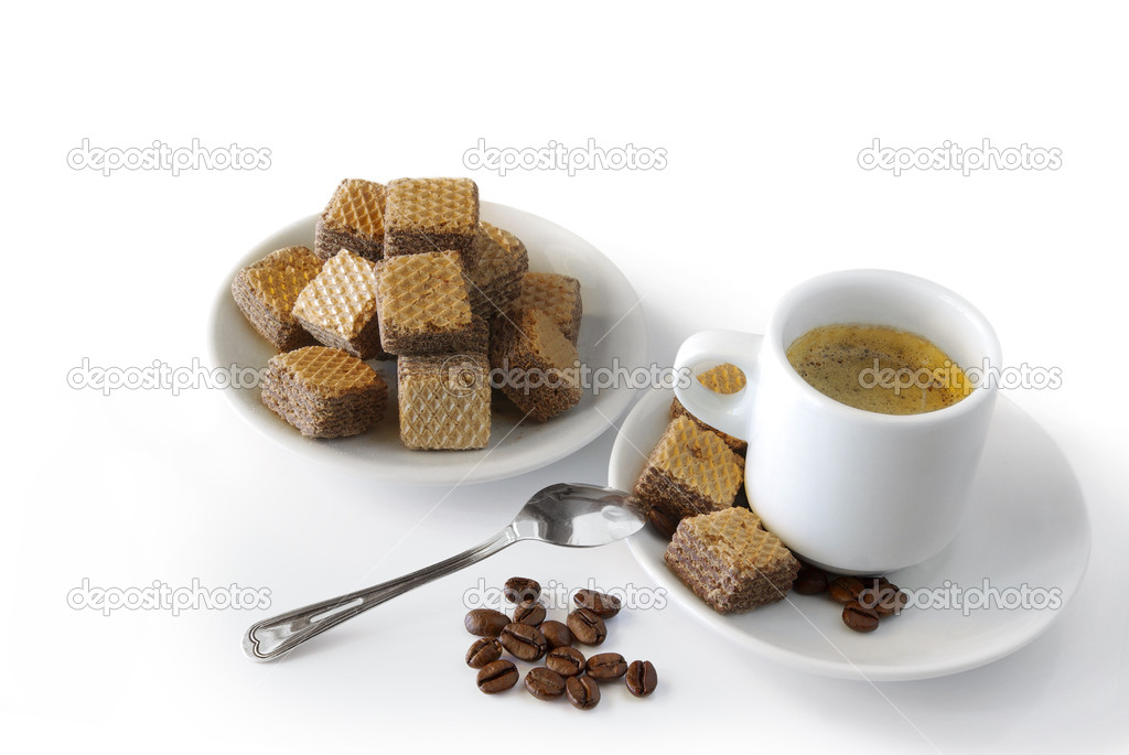 Expresso coffee with cookies and roasted coffee beans over white background. — Stock Photo #5873855
