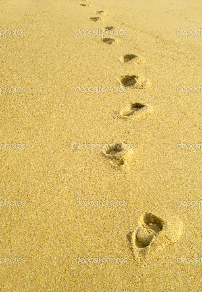 Photo of a beach with footprints on wet sand — Stock Photo #5874749