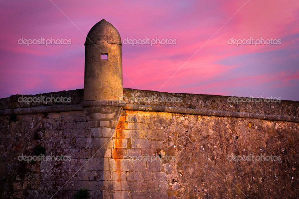 Detail of an old military fort with sentry box at dusk — Stock Photo #5874974