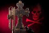 Halloween trumpet gravsten röd — Stockfoto