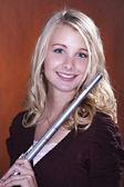 Dospívající dívka, izolované s flétnou — Stock fotografie