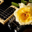 Yellow Rose Black Electric Guitar — Stock Photo