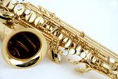 Saxofone isolado no branco — Fotografia Stock
