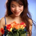 Beautiful Japanese girl and flowers — Stock Photo