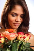 Smiling woman with roses — Stock fotografie