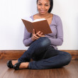 Beautiful african american girl reading a book — Stock Photo