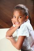 快乐学校与美丽的笑容的女孩的肖像 — 图库照片