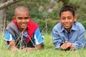 Two school boys in park — Stockfoto