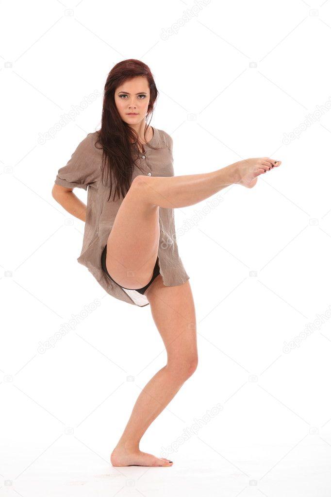 pripodnyala-nogu