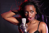 Beautiful black girl makes music singing on stage — Stock Photo