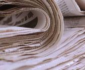 крупным планом газеты на белом фоне — Стоковое фото