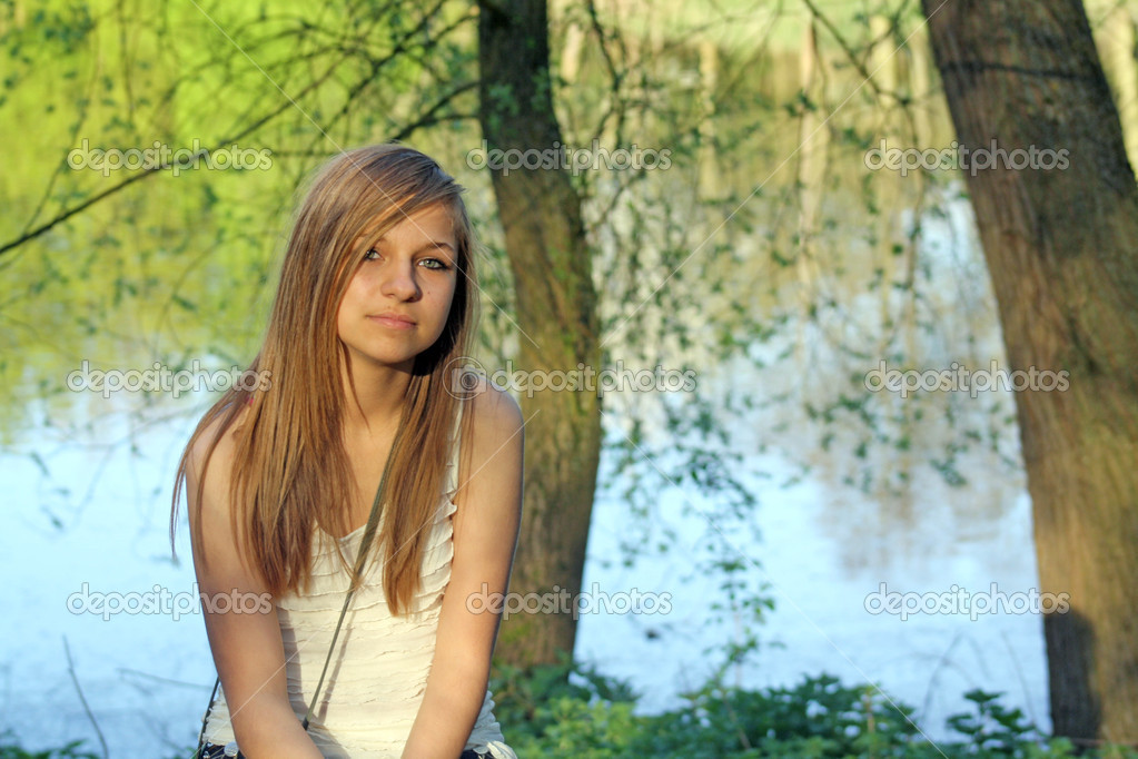 A stunning teenage girl sat in the forest  — Stock Photo #6653792