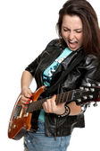 美丽的女孩弹吉他和唱歌 — 图库照片