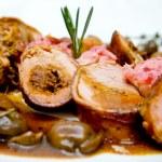 Свиная вырезка с соусом — Стоковое фото