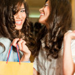 Girls shopping laughing — Stock Photo