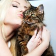 Woman kissing cat - Stockfoto