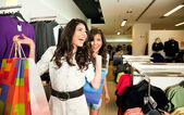 Sisters shopping clothes — Stock Photo