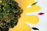 Brocolli with sauce Hollandaise — Stock Photo