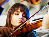 Beautiful violinist playing — Stock Photo