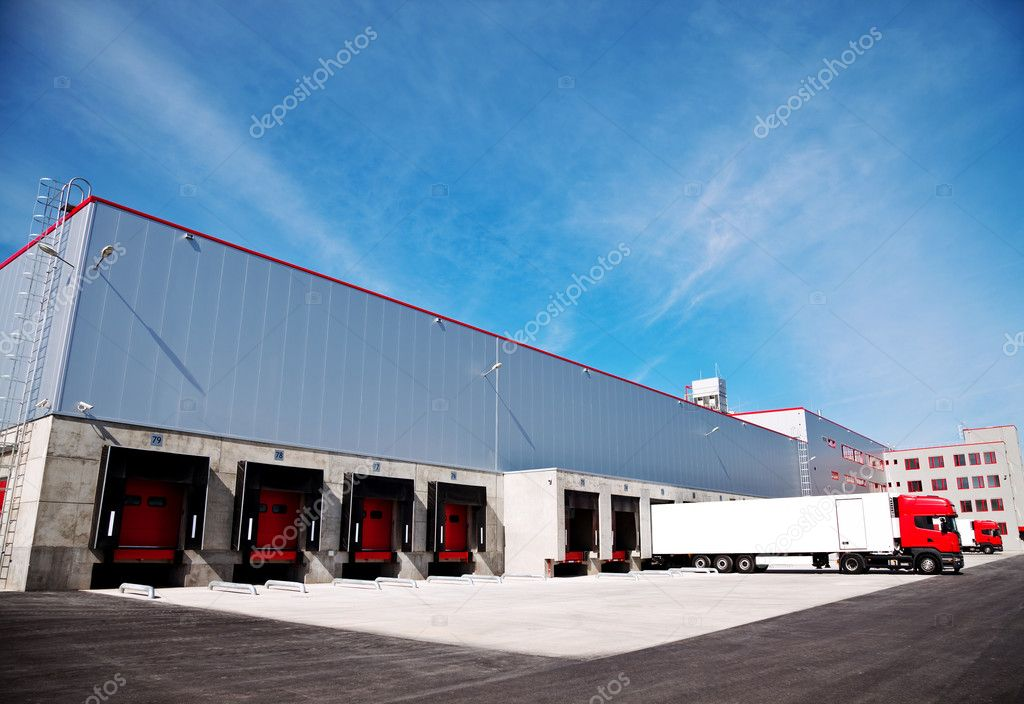 Truck in front of an industrial logistics building — Stock Photo #6374762
