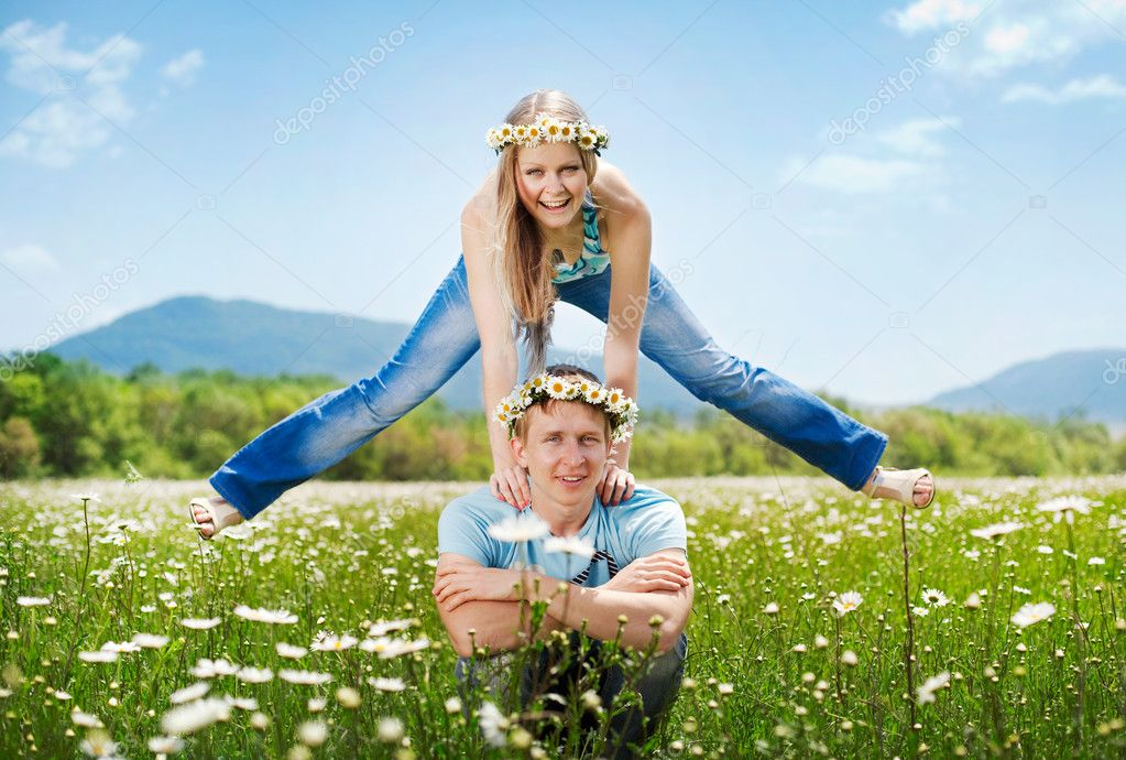 Pretty young couple in the fields — Zdjęcie stockowe #5872053