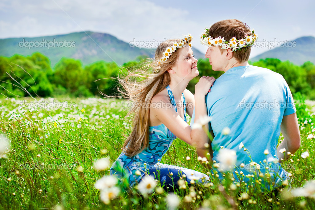 Pretty young couple in the fields — Stock Photo #5878317