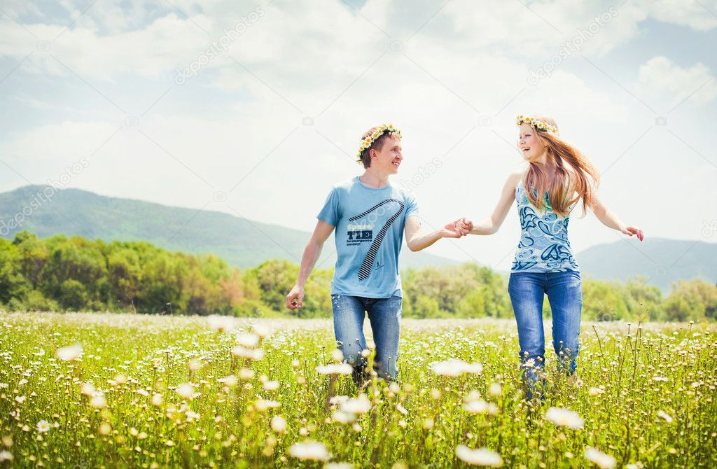Pretty young couple in the fields — Stock Photo #5904682