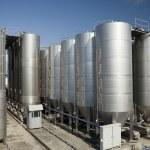 Резервуары из нержавеющей стали для вина — Стоковое фото
