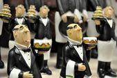 Statuetki kelner na półce — Zdjęcie stockowe