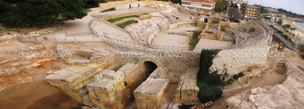 Roman amphitheater in Tarragona, Spain, wide angle view — Stock Photo #5886682