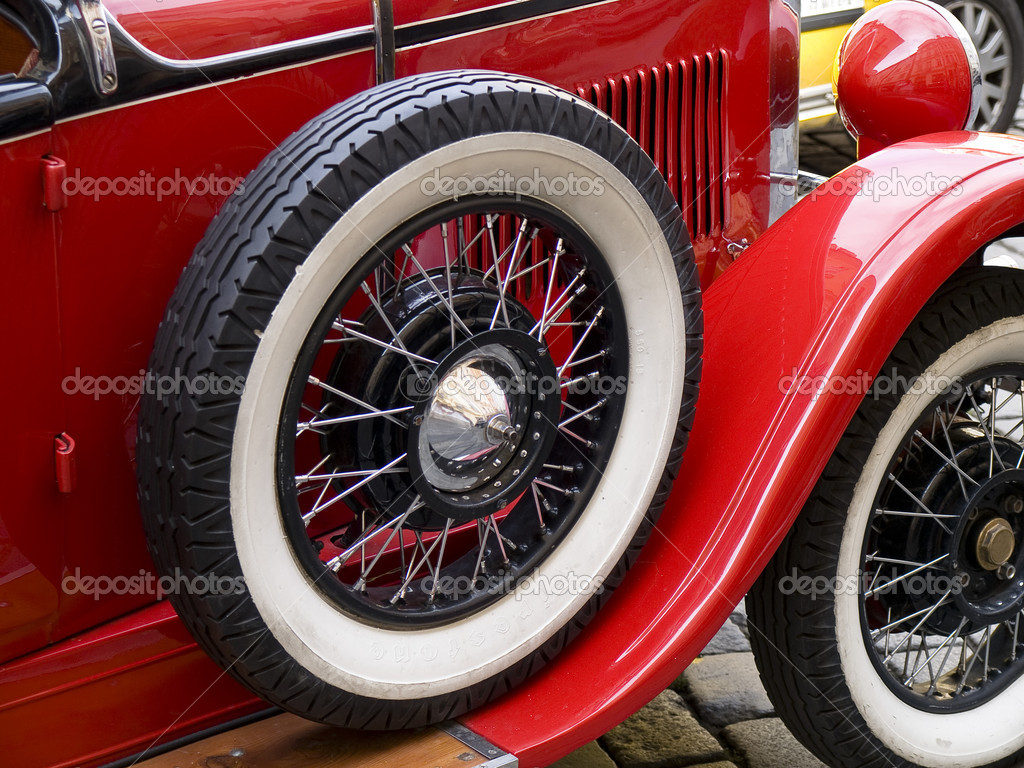 Old classic car wheels and tyres — Stockfoto #6563299