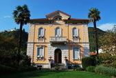 Parco e villa italiana — Foto Stock