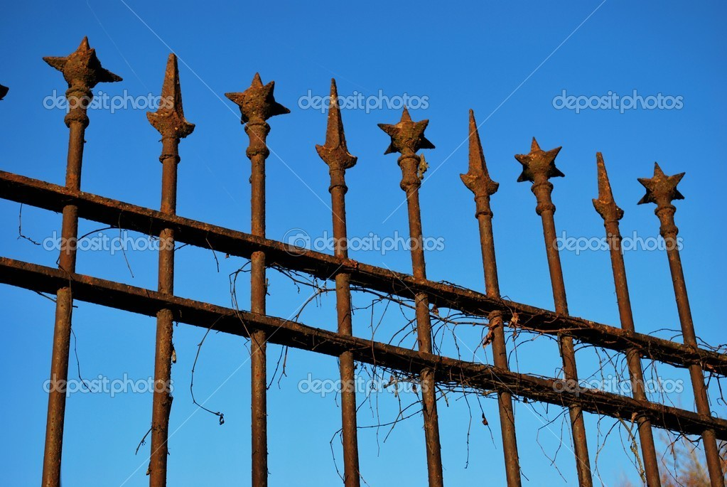 Old wrought iron rusty railings against blue sky — Stock Photo #5981948