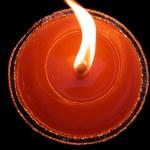 flamme et bougie rouge — Photo