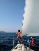 Mulher em veleiro — Foto Stock
