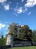 Beautiful villa and park — Stock Photo