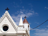 White church on blue sky — Foto Stock