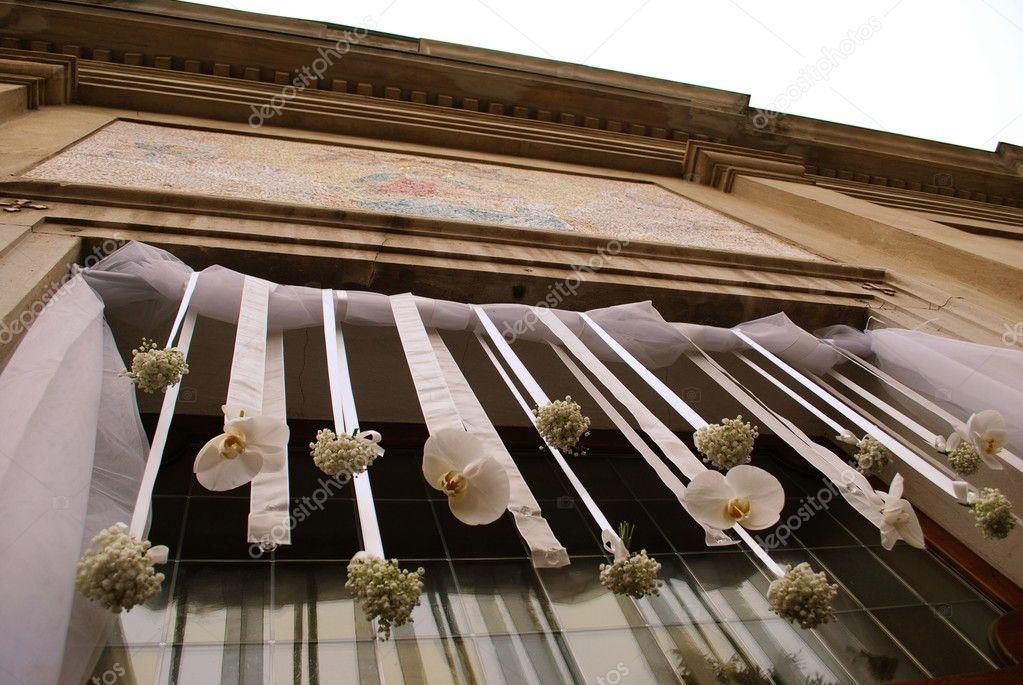 D coration fleurs mariage photographie crisferra 6522001 for Decoration fausse porte mariage