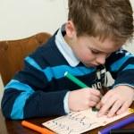 scrivere e disegnare il ragazzo — Foto Stock