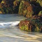 Waves Against Rocks — Stock Photo