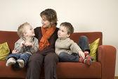 Matka i dwóch synów: 7 — Zdjęcie stockowe