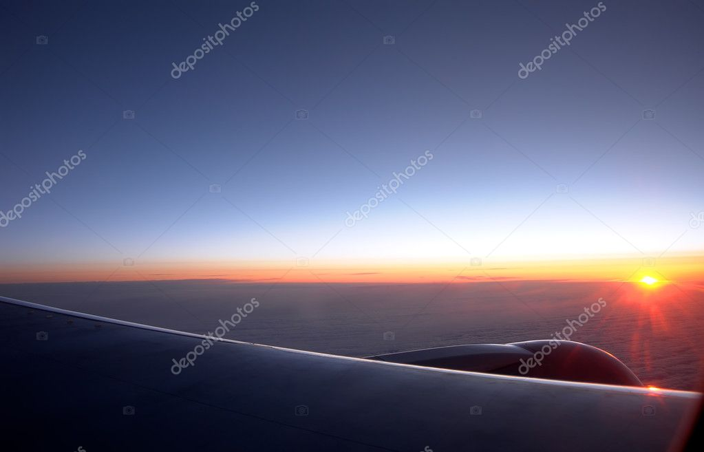 Sunrise at an altitude of ten thousand meters — Stock Photo #5969125