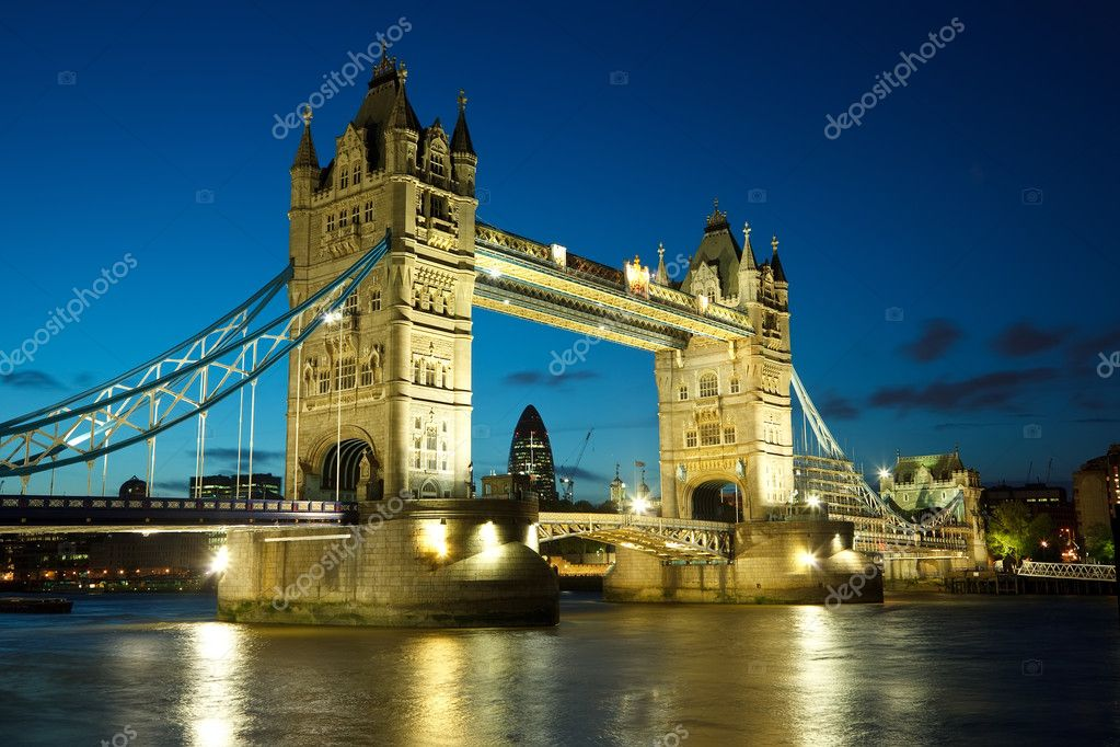 Tower Bridge from the North Bank at dusk, London, UK — Stock Photo #6016584