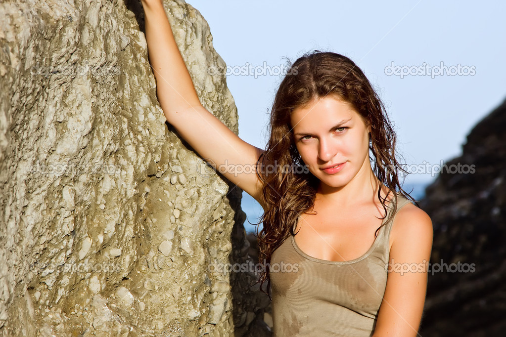 Outdoor portrait of beautiful young woman — Stock Photo #6093772