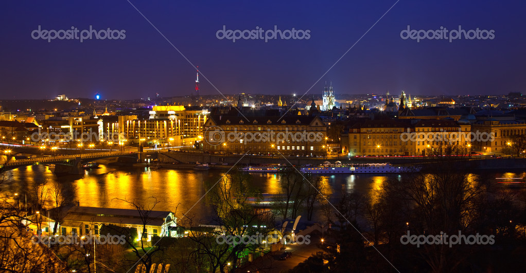 View on Prague and Vltava river at night — Stock Photo #6104162