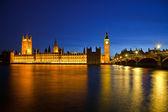 Big ben och westminsterpalatset på natten — Stockfoto