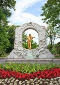 雕像的小约翰 · 施特劳斯在维也纳 — 图库照片