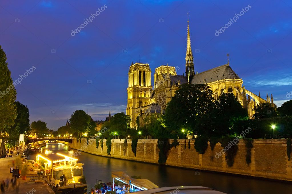 Notre Dame de Paris at night — Stok fotoğraf #6455141