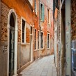 Narrow street in Venice — Foto Stock